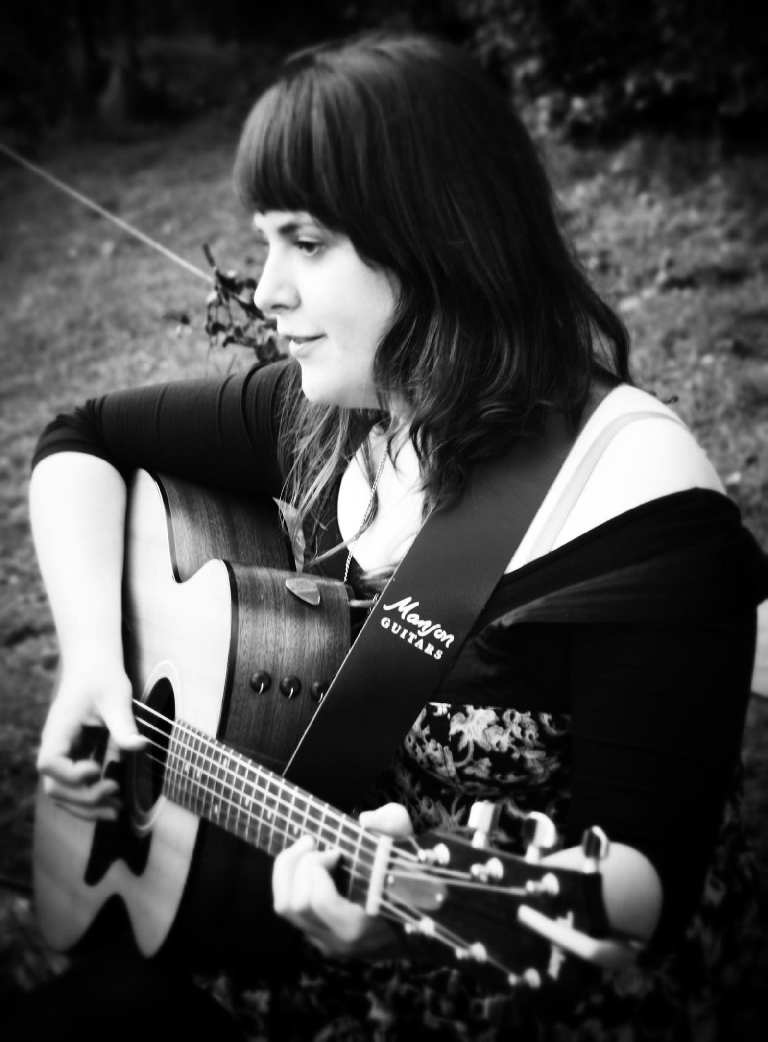 Caro Bridges at Make music at Earthship Fife